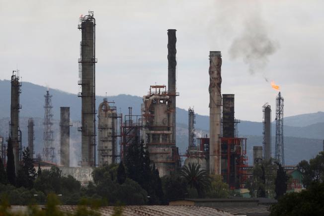 今年能源類股下跌36%,在史坦普500指數中表現最差。(路透)