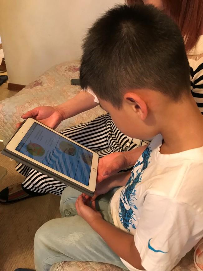 伊州春田學區規定網課不准穿睡衣、拖鞋。(特派員黃惠玲╱攝影)