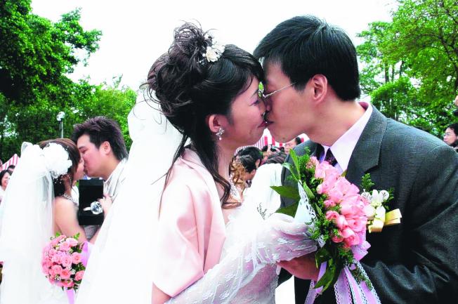 民法成年年齡將調降為18歲,屆時將可自主結婚,最快2023年上路。(本報資料照片)