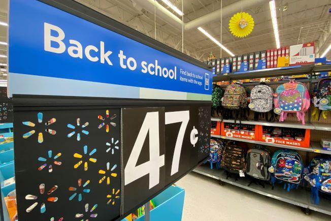 受新冠肺炎疫情影響,今年美國開學購物季面臨許多變數。路透