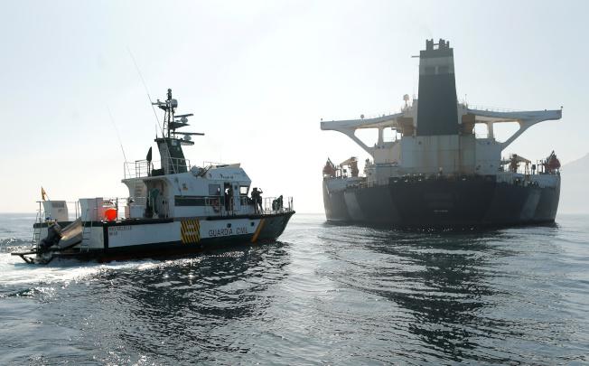 美國去年未能控制一艘被扣留在英屬直布羅陀的伊朗油輪。(圖/路透)