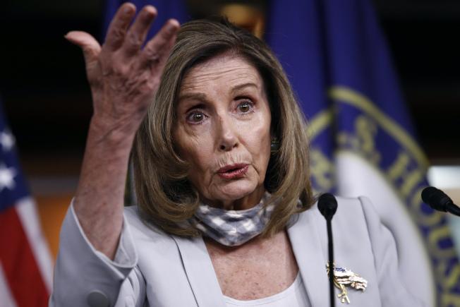 眾院議長波洛西要求共和黨拿出總金額至少2兆元的紓困方案,否則國會民主黨人不跟白宮談判。(美聯社)