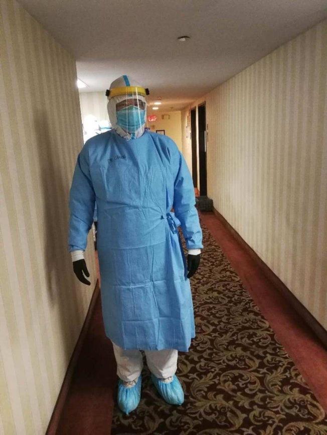 目前正在洛杉磯方艙醫院工作的張繼強醫師。(張繼強提供)