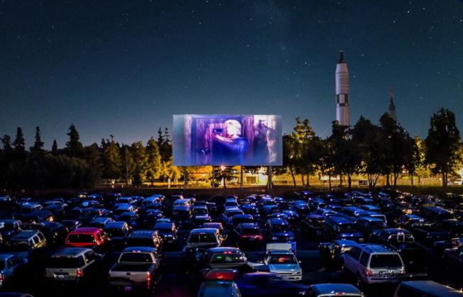 「2020年皇后區汽車電影院:免費周三電影之夜」將於19日開始。(取自屋頂電影網站)