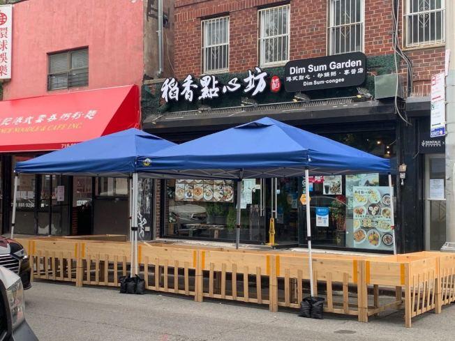 位於40路的稻香點心坊一個月前申請戶外餐廳獲批,為當地帶來一道新風景線。(法拉盛商改區提供)