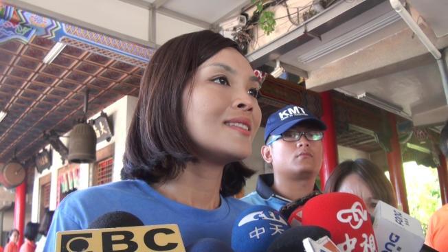高雄市長國民黨候選人李眉蓁呼籲市民,至少給國民黨完成四年市長任期的機會。(記者王昭月/攝影)