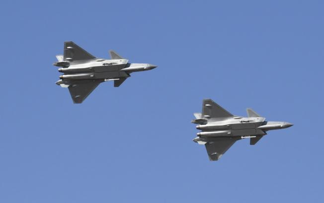 解放新一代隱形戰鬥機殲-20。(中新社)
