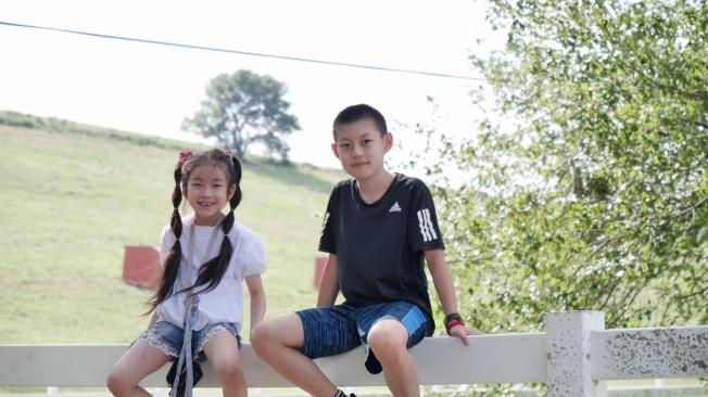 「我是花」網路兒童電影由七歲的邵奕霏和11歲的馬嘉奇主演。(張西工作室提供)