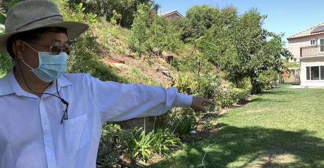 南加華人精神科醫師楊軍在家化身野樵夫。(記者張宏/攝影)
