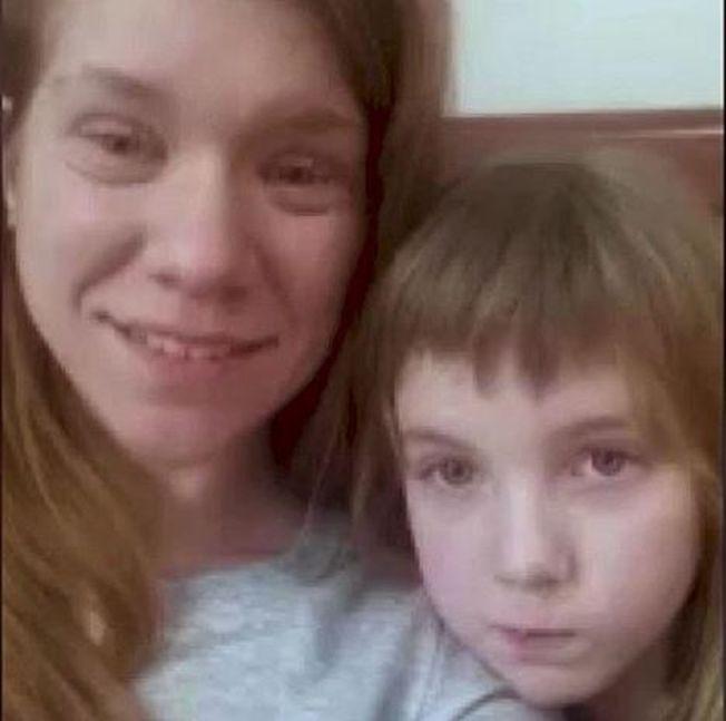 妙麗與媽媽合影。(CNN視頻截圖)