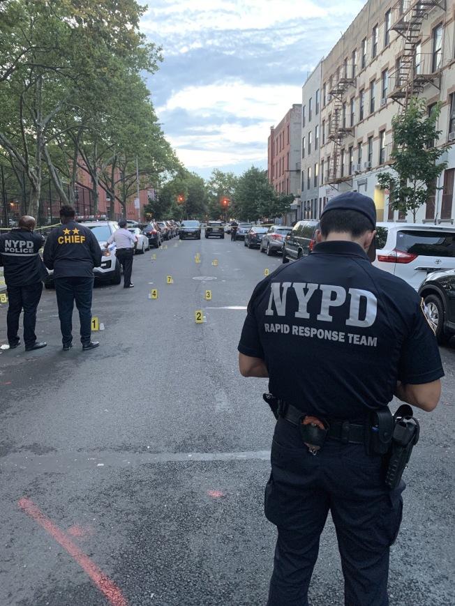 一名紐約皇后區男子出門遛狗卻遭到槍擊,後重傷不治,嫌犯是一名17歲少年。圖為示意圖。(市警提供,資料照)
