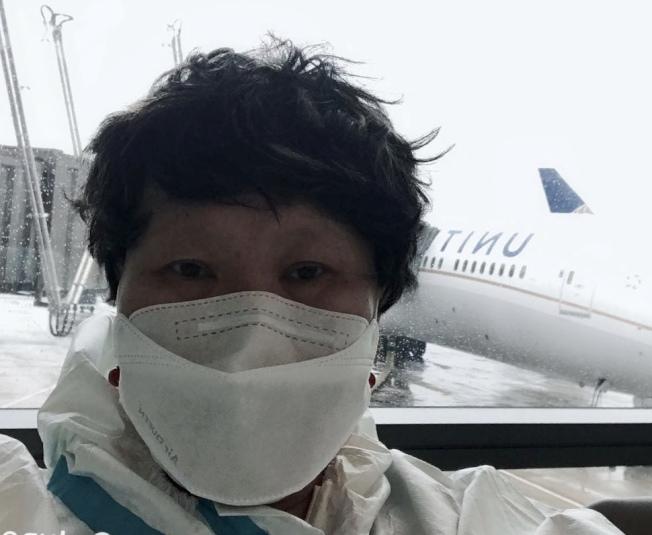 身患癌症的林雪利因飛機延誤趕不上轉機而被拒絕登機,在機場滯留。(林雪利提供)