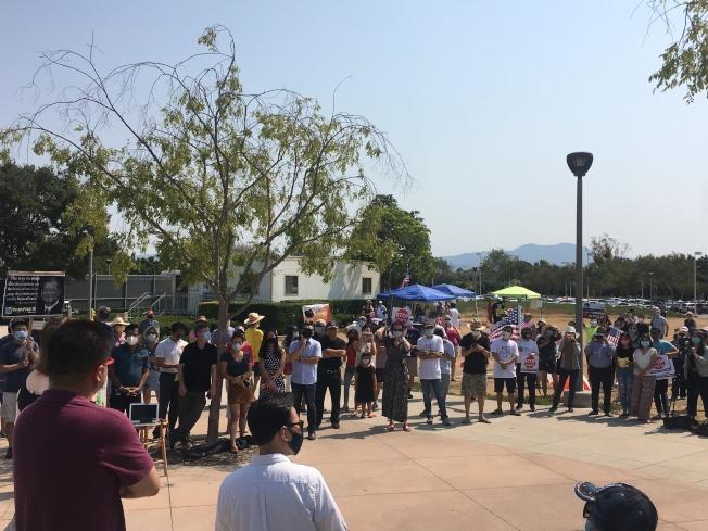 橙县尔湾举行反对16号提案游行活动。 (记者王全秀子/摄影)