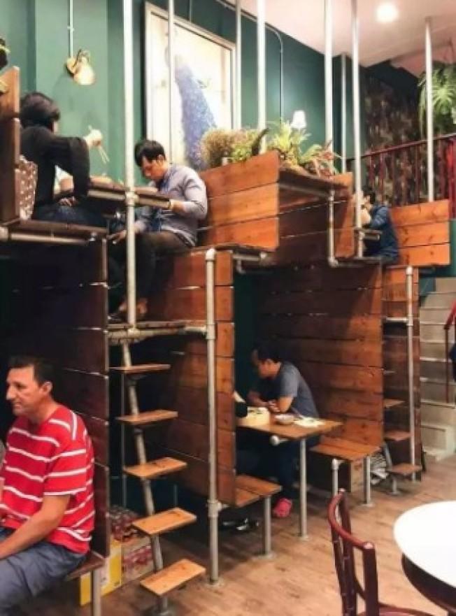 泰國「雙層階梯式」咖啡廳 網驚呼:這怎麼送餐?