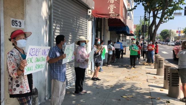 華埠租客抗議房東怠慢租客修理電力和設施的要求。(記者王若然/攝影)