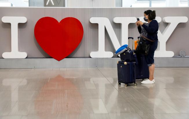紐約的拉瓜地亞和甘迺迪機場將設新冠檢測點,讓旅客下機就能受檢。(路透)