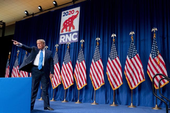 各界評說全代會一手掌控,共和黨已是「川普黨」。圖為川普總統24日晚向與會的黨代表致辭。(美聯社)