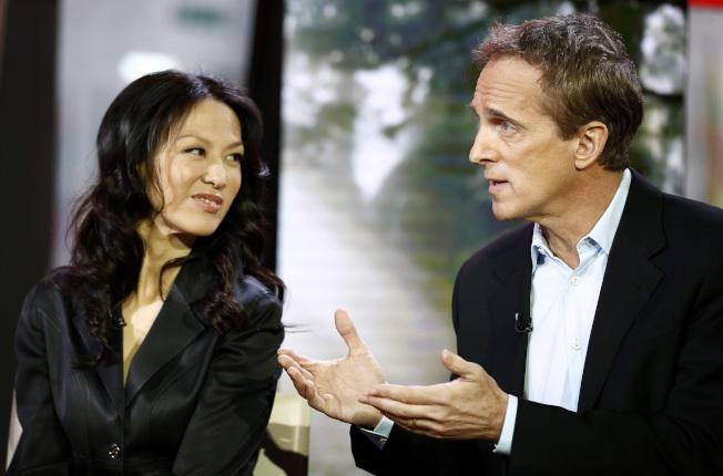 「虎媽戰歌」作者蔡美兒(左)的丈夫、耶魯大學法學院教授魯本菲爾德(右)遭控性騷擾女學生,被校方下令停職,接受調查。魯本菲爾德否認有任何不當行為。(Getty Images )