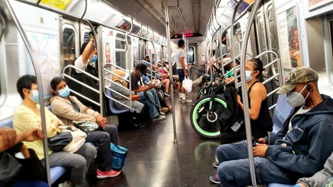 36 MTA表示,如果沒有資金救助,捷運卡每段票可能從目前的2.75元漲至3.75元。(記者王彩鸝/攝影)