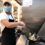 華裔業者改良「美式中餐」致敬父輩移民