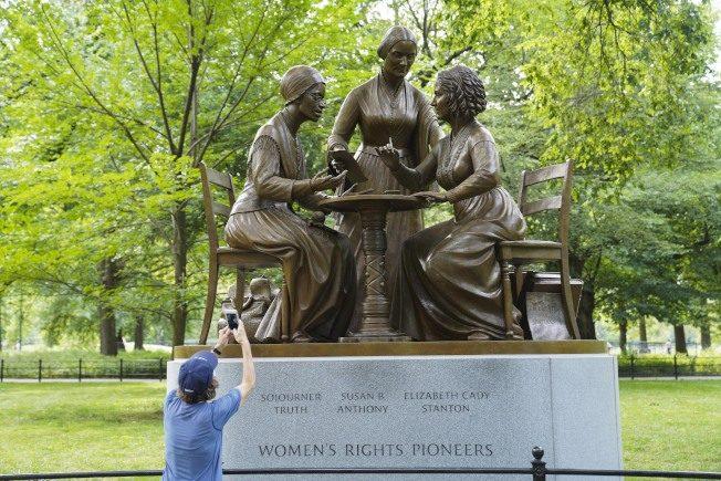打破青銅天花板 紐約中央公園首設女權先驅雕塑