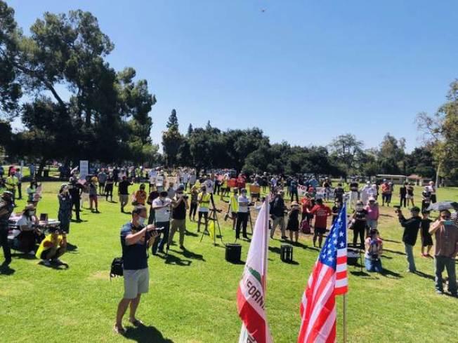 反對第16號提案的抗議車隊遊行活動,近千人相挺。(鄭博仁提供)