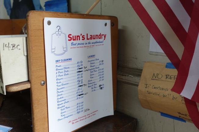 「Sun's Laundry」洗衣價目單。(記者金春香/攝影)