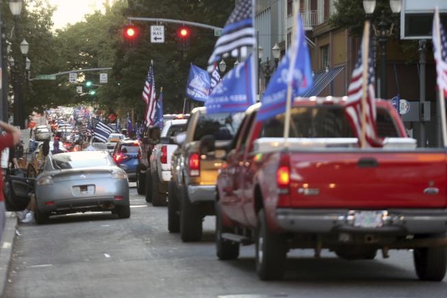 波特蘭川普支持者的車陣。(美聯社)