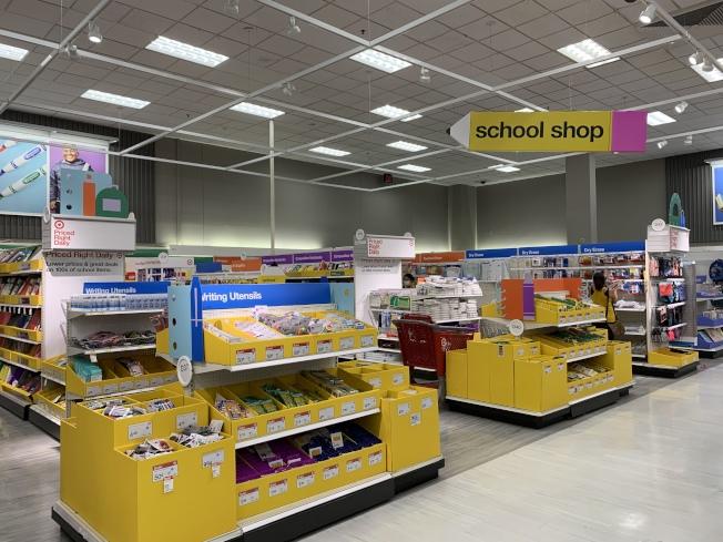 往年返校購物季熱鬧的返校採購區,今年人流稀少。(本報記者/攝影)