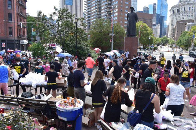 派食物捐物資!華裔饒舌歌手 募款萬元全花在華埠