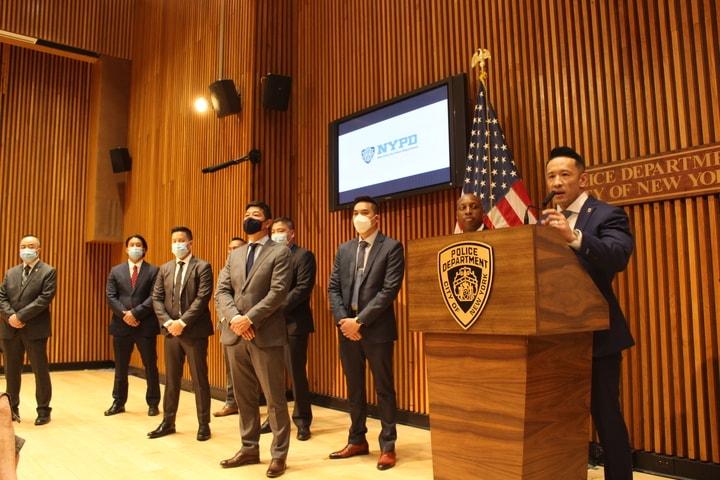 盧曉士(講話者)作為該小組的負責人表示,絕不容亞裔歧視案件的發生。(記者張晨/攝影)