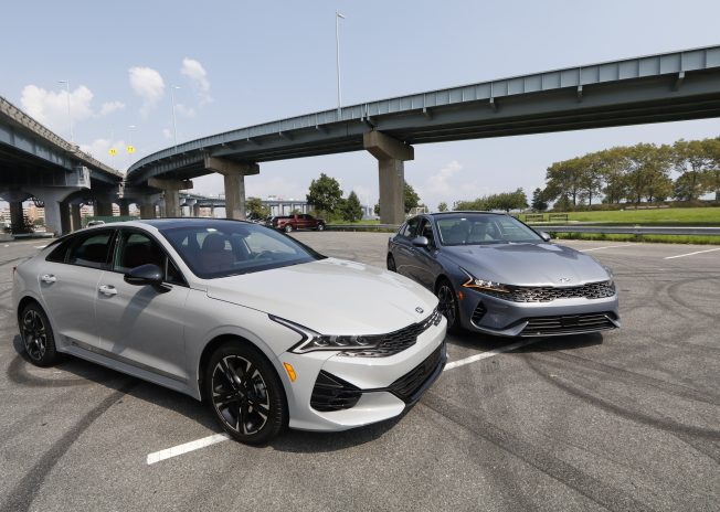 KIA新世代車款K5華麗登場 掀起中型豪華轎跑風潮
