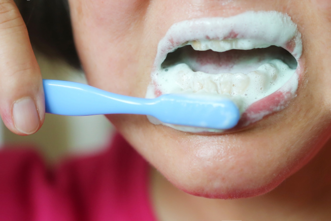 共用牙刷、刮鬍刀…C肝治癒後仍會再感染