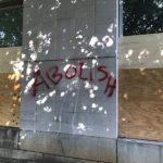 洛麗、杜倫示威再起 多處遭砸窗、噴漆