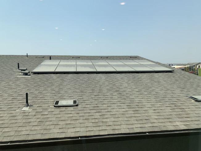 屋頂太陽能板。(記者啟鉻/攝影)