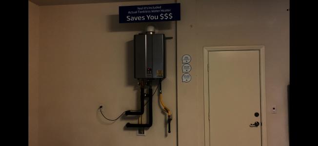 節能節省空間且環保的即熱式熱水器,成為目前新屋流行標配,但據稱較不易維修。(記者啟鉻/攝影)