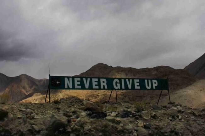班公湖局勢緊張,印軍在該地豎起的標牌引發外界關注。(取材自微博)
