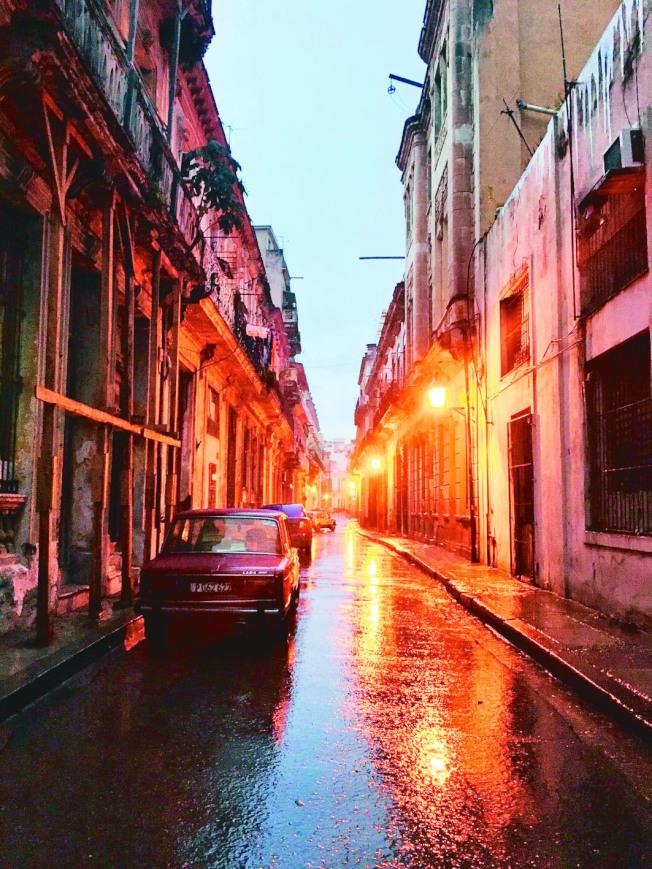 哈瓦那雨夜。(吳妮民.圖片提供)
