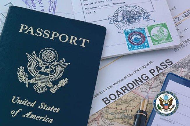 因新冠病疫停擺了三個月的護照核發已恢復,國務院官員說,不管舊照過期要申請換照,或首次申請護照,現在提出是最佳時機。(取材自推特)