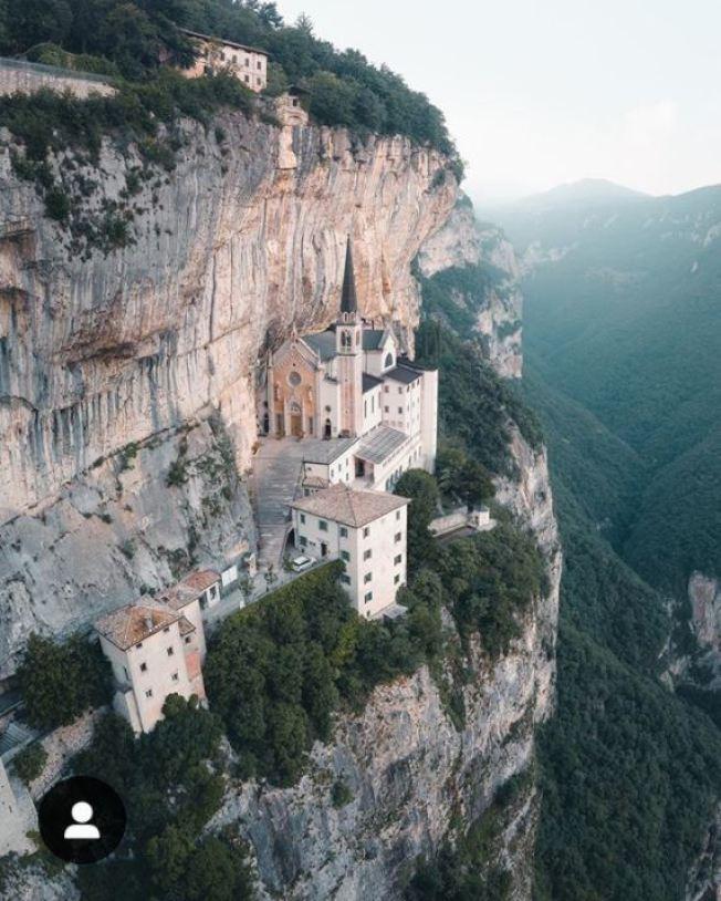 峭壁上的教堂 修道先練膽識