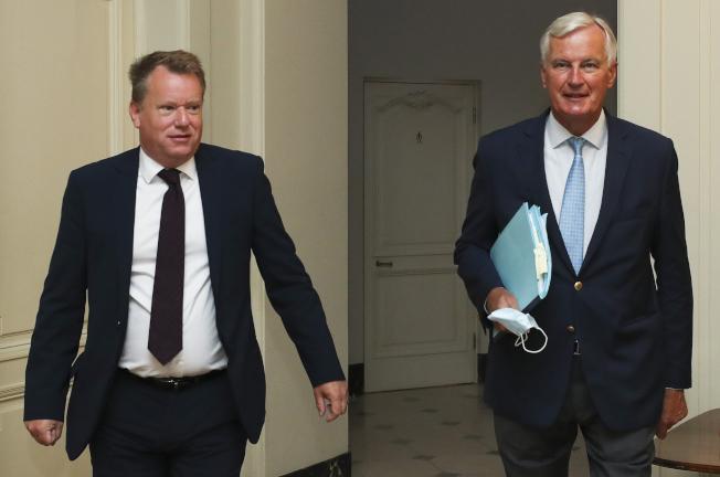 巴尼爾(右)與佛洛斯特未能就貿易協議達成進一步進展。(美聯社)
