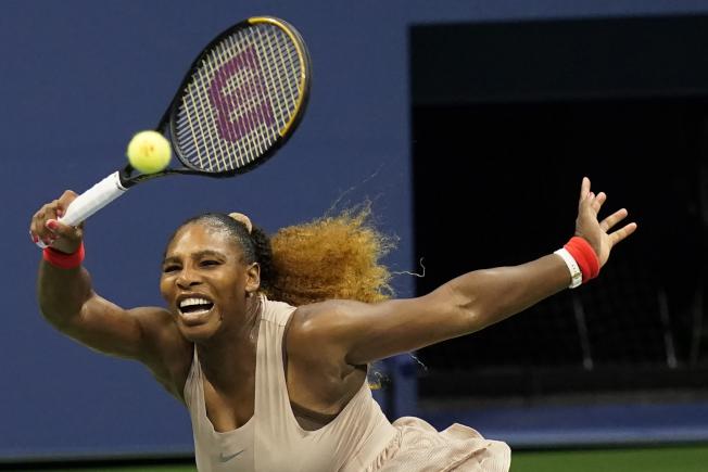 網球名將小威廉絲在美國公開賽女單第3輪,丟掉首盤後奮力反擊,終場逆轉勝,晉級16強。(美聯社)