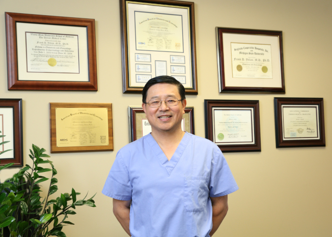 生命試管嬰兒中心院長葉練醫學博士。