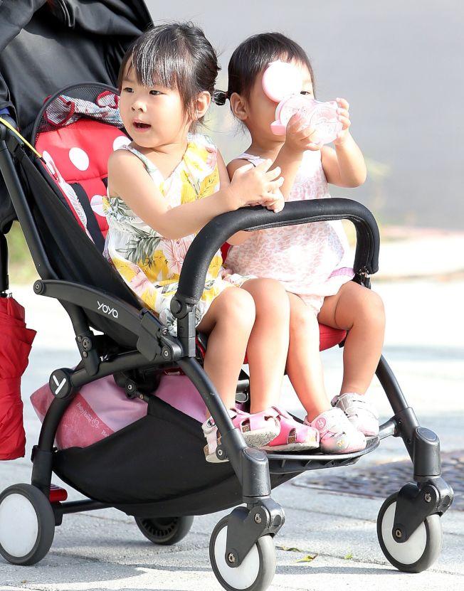 兒童血液循環系統及排汗系統效能不如成人,若發現孩子突然沒精神,要提高警覺,在戶外活動時,家長應協助孩子補充比平時更多水分。(本報資料照片)