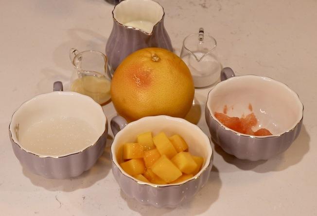 楊枝甘露以芒果、西米、椰奶、淡奶和柚子為主要食材。(記者劉大琪/攝影)