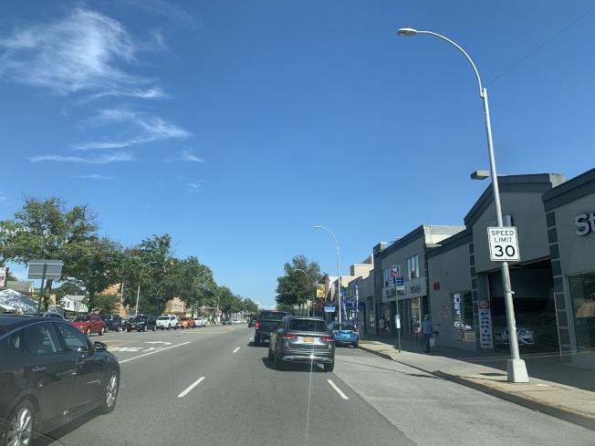 皇后區北方大道將有七哩長的路段,時速限制將從30哩降至25哩,汽車駕駛要慎防超速。圖為小頸路段。(記者曹健╱攝影)