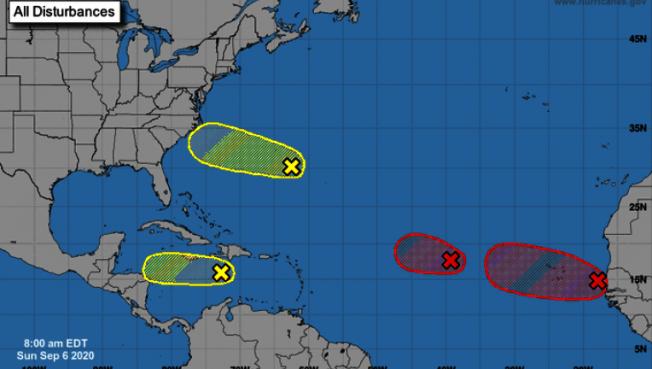 專家密切關注大西洋海域四個可能形成暴風的區域。(美國颶風中心網頁)