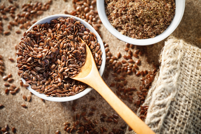 亞麻籽富含Omega-3脂肪酸,對防止老年斑和皺紋具有重要作用。(Getty Images)