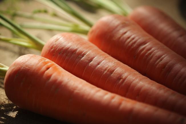 對於易胖體質的人而言,多吃胡蘿蔔有助減肥。(Getty Images)