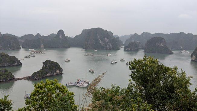 越南下龍灣 與石洞親密接觸